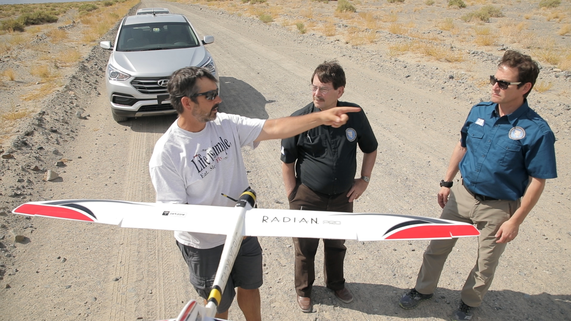 Jim Piavis of Microsoft talks to NIAS workers between sailplane flights near Hawthorne, Nevada. Photography by John Brecher for Microsoft.